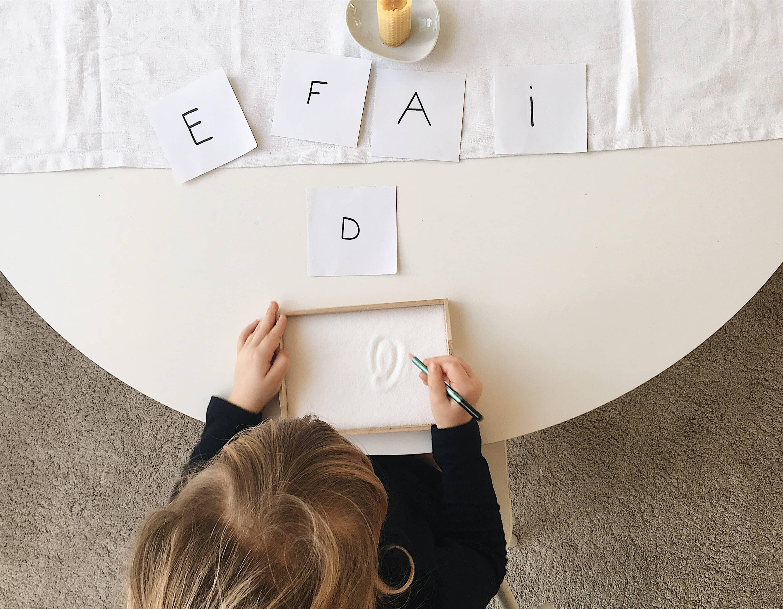 Salztablett Buchstaben lernen