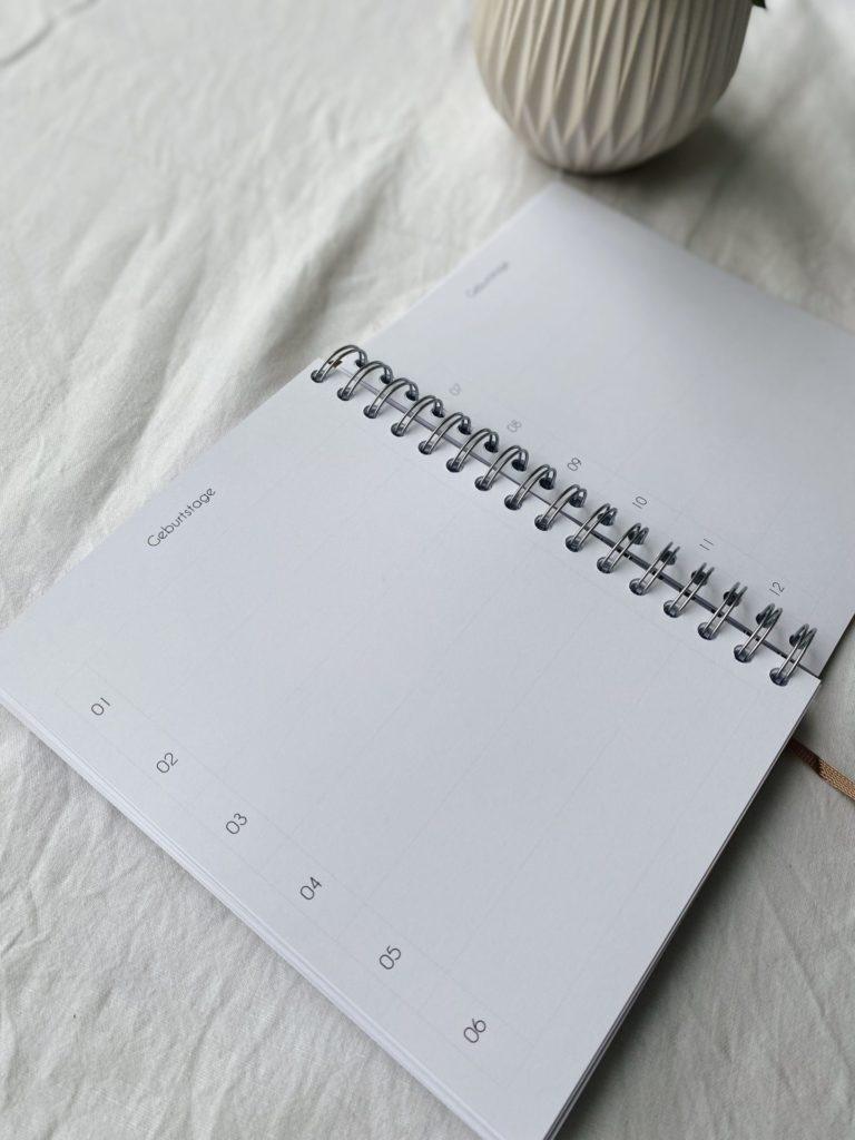 Kalender handgebunden stilles bunt edition